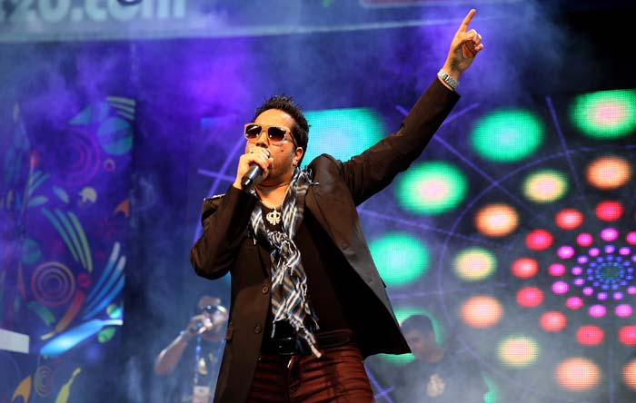 With rain delaying the start of play, the crowd at the Sawai Mansingh Stadium in Jaipur were treated to Bollywood singer Mika's hit numbers ahead of the game. (All BCCI images)