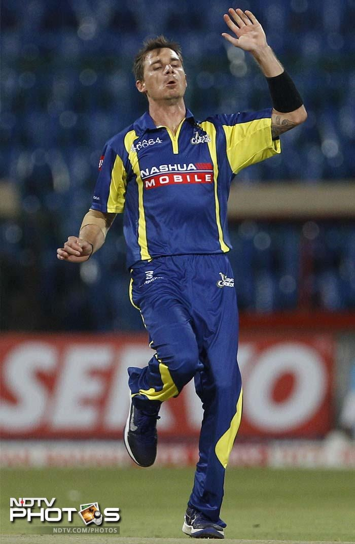 Cobras sniffed a chance to get back into the match as the bowlers led by Dale Steyn kept the pressure on the Mumbai batsman.