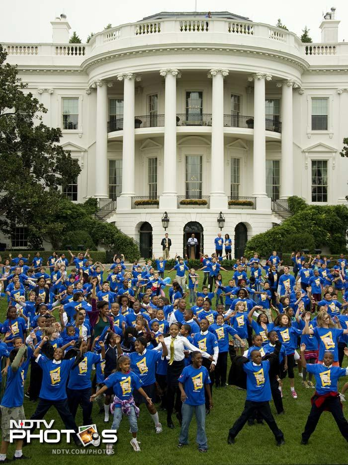 450 local school children gathered at the South Lawn of the White House to jump their way into the record book.