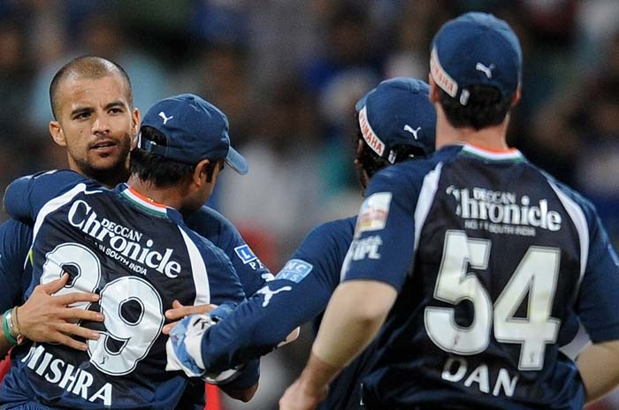 Deccan Chargers bowler Jean-Paul Duminy (L) celebrates with teammates after taking the wicket of Mumbai Indians batsman Aiden Blizzard during the IPL Twenty20 match at the Wankhede Cricket stadium in Mumbai. (AFP PHOTO)