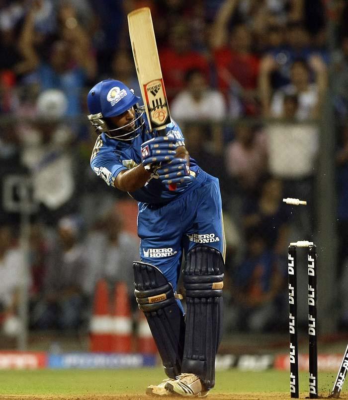 Mumbai Indians' Ambati Rayudu looks back to see himself being bowled out by Deccan Chargers' Ishant Sharma during the IPL Twenty20 cricket match at the Wankhede Cricket stadium in Mumbai. (AP PHOTO)