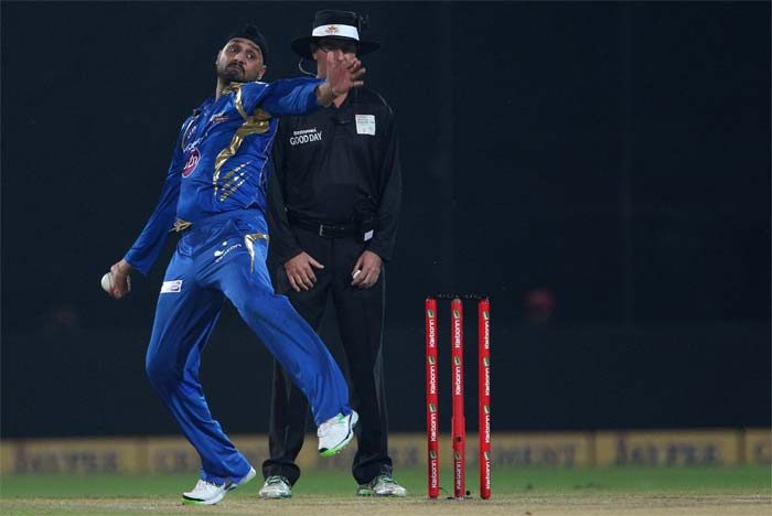 Put in to bat, Trinidad & Tobago scored 153/5 with the help of Evin Lewis' 62. Yannick Ottley also chipped in with important 41 not out. In reply, Mumbai Indians reached the target in 19.1 overs to enter final. Dwayne Smith scored 59 while Sachin Tendulkar completed 50,000 runs in career. (All BCCI pics)