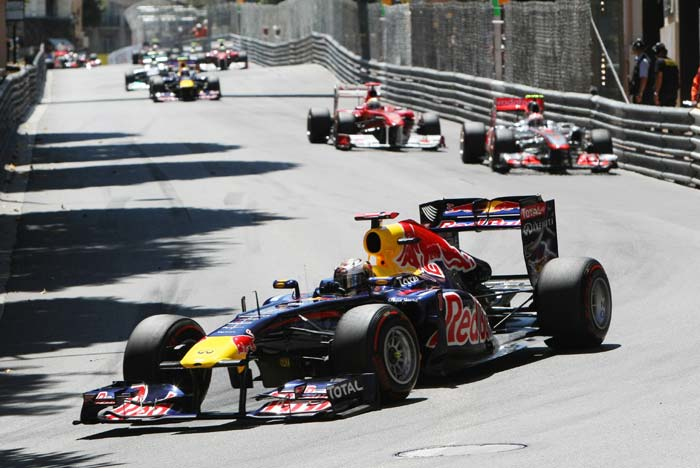 Red Bull Racing's German driver Sebastian Vettel leads the field at the start of the Monaco Formula One Grand Prix at the Circuit de Monaco in Monte Carlo. (AFP PHOTO)