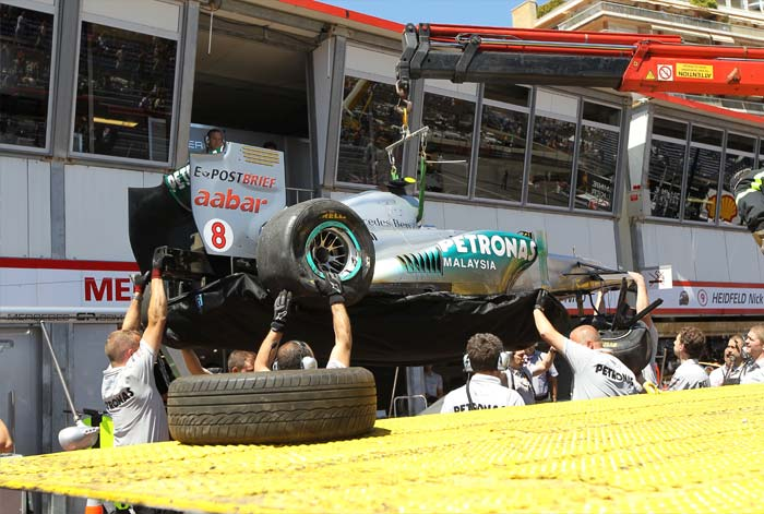 Mercedes' German driver Nico Rosberg did very well to qualify 8th despite a terrible crash at the Circuit de Monaco in Monte Carlo after the qualifying session of the Monaco Formula One Grand Prix. (AFP PHOTO)