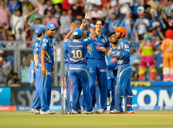 Mitchell Johnson gave Mumbai Indians are tremendous start with the bowl as he clean bowled Aaron Finch and Robin Uthappa in his first two overs. (BCCI image)