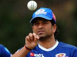 Photo : Sachin leads Mumbai Indians' training