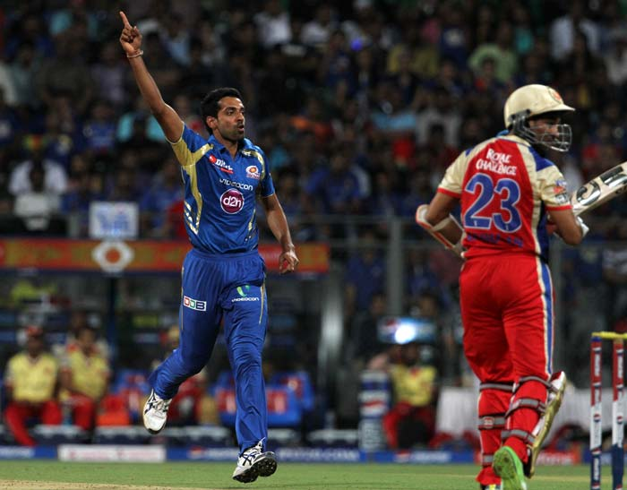 Dhawal Kulkarni, playing his first game this season, was the star with the ball for Mumbai, scalping T Dilshan, Virat Kohli and Ab de Villiers in a giffy. This flurry of wickets made sure RCB would struggle to reach anywhere close to a Mumbai's mammoth 194 for 7. (BCCI image)