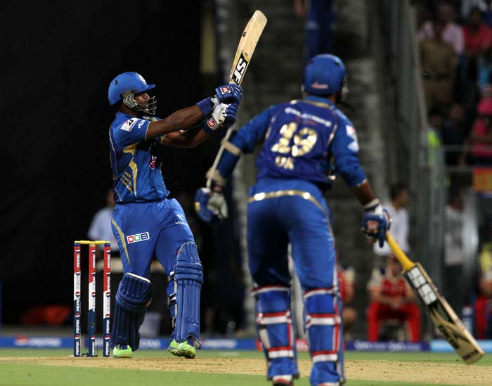 Dwayne Smith and Dinesh Karthik combined to form a solid 68-run stand, with Smith going on to reach his third IPL fifty in just 35 balls. Smith hit 4 fours and 3 sixes in all before getting out bowled to Syed Mohammad in the 10th over. (BCCI image)