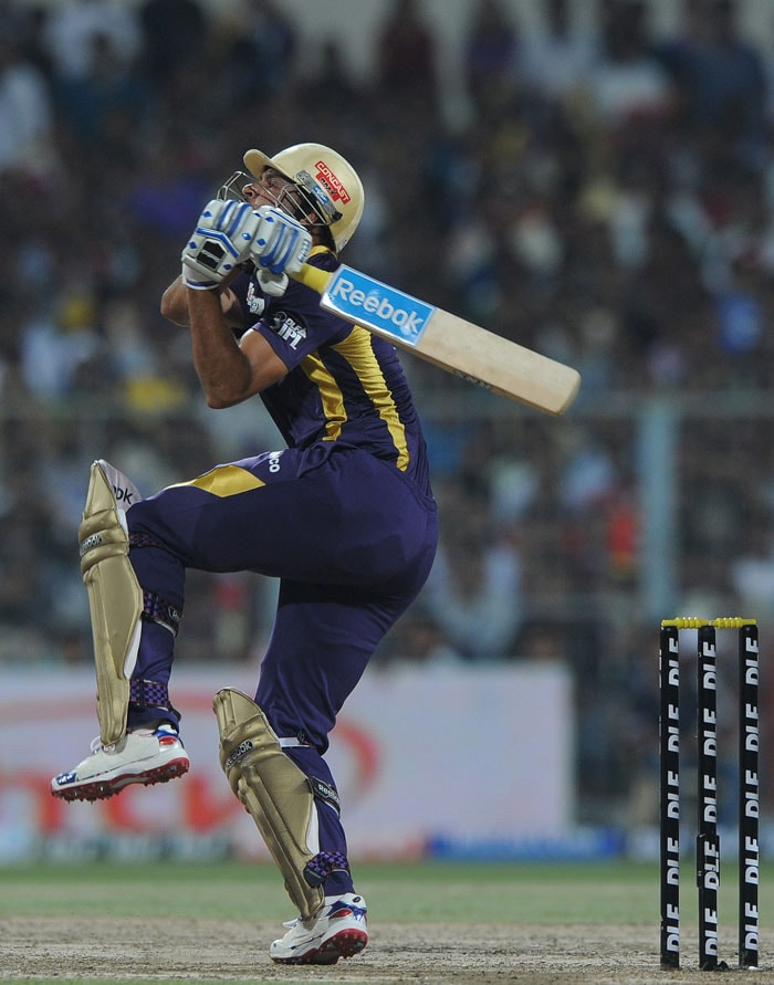 Manoj Tiwary's dismissal brought in Yusuf Pathan to the crease. Kolkata would have been hoping for a Pathan special that could take them home. But although he tried hard, the target seemed too far. (AFP PHOTO/Dibyangshu SARKAR)