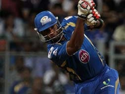 Pollard blitz takes Mumbai to 7-wicket victory over Hyderabad