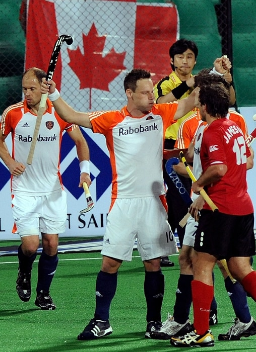 Title contenders the Netherlands pumped in six goals in the second half to blank a lowly Canada 6-0 and virtually booked a semifinal berth the the hockey World Cup. (AFP Photo)