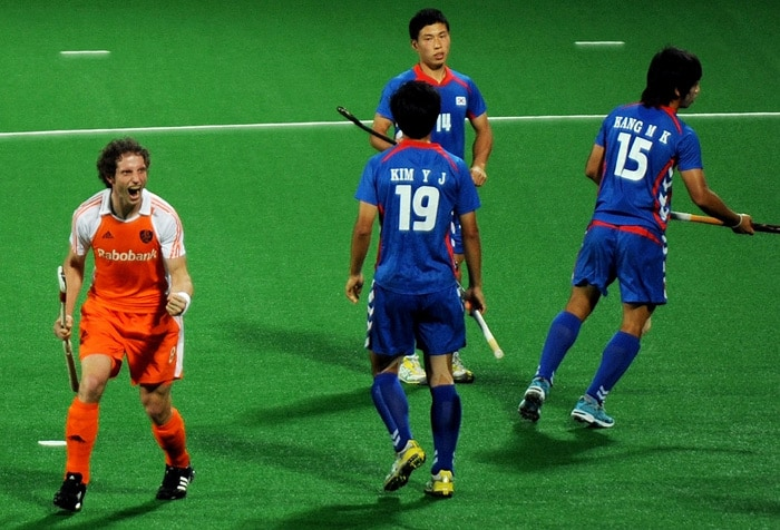 Netherlands hockey player Ronald Brouwer (L) celebrates after scoring a goal against South Korea during their World Cup 2010 match at the Major Dhyan Chand Stadium in New Delhi. (AFP Photo)