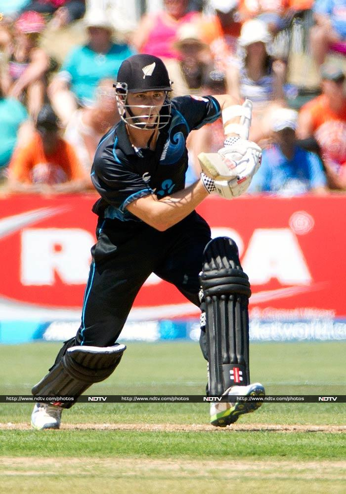 Kane Williamson however attempted to stage a fight back. He hit 71 off 88 to put Kiwis back on track.