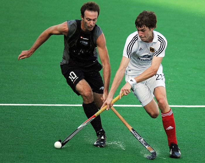 German hockey player Florian Fuchs vies for the ball with New Zealand hockey player Ryan Archibald (L) during their World Cup 2010 match at the Major Dhyan Chand Stadium. (AFP Photo)