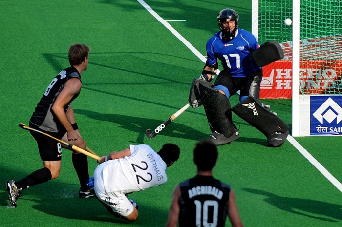 German hockey player Matthias Witthaus (#22,C) take a shot at goal against New Zealand during their World Cup 2010 match at the Major Dhyan Chand Stadium in New Delhi. (AFP Photo)