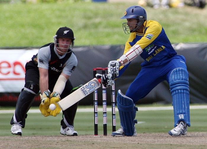 Sri Lanka bastman Tillakaratne Dilshan swings as New Zealand wicketkeeper Brandon McCullum makes the stop during the 2nd Innigs of the T20 match against New Zealand. New Zealand won the toss and chose to bat first. (AP PHOTO)