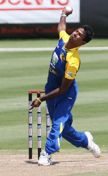 Sri Lanka's bowler Nuwan Kulasekara throws the ball in the first innings of Sri Lanka's match against New Zealand. Kulasekara finished with figures of 4/3 and he was adjudged the Man Of The Match. (AP PHOTO)