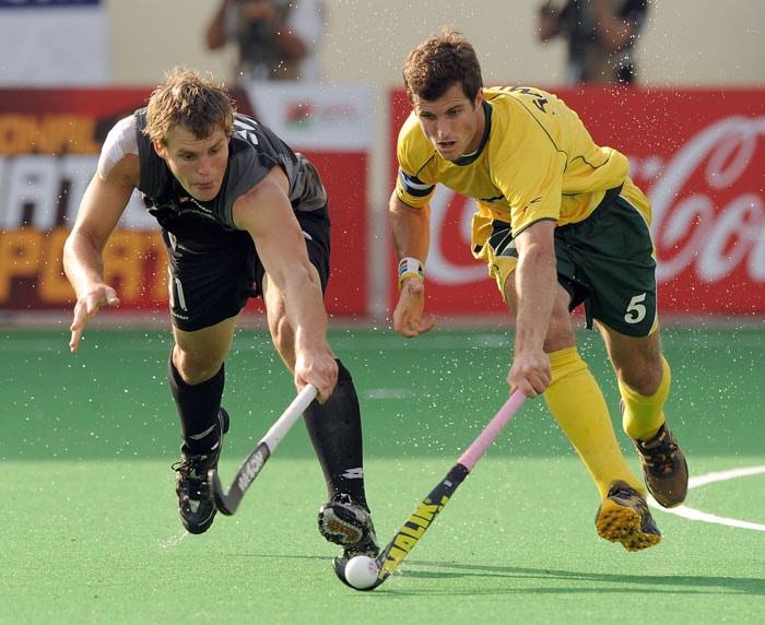 South African hockey player Austin Smith (R) and New Zealand hockey player Steve Edwards (L) vie for the ball during their World Cup 2010 clasification match for 9th and 10th place at the Major Dhyan Chand Stadium in New Delhi on March 12, 2010. New Zealand and South Africa are tied at 4-4 till extra time. (AFP Photo)