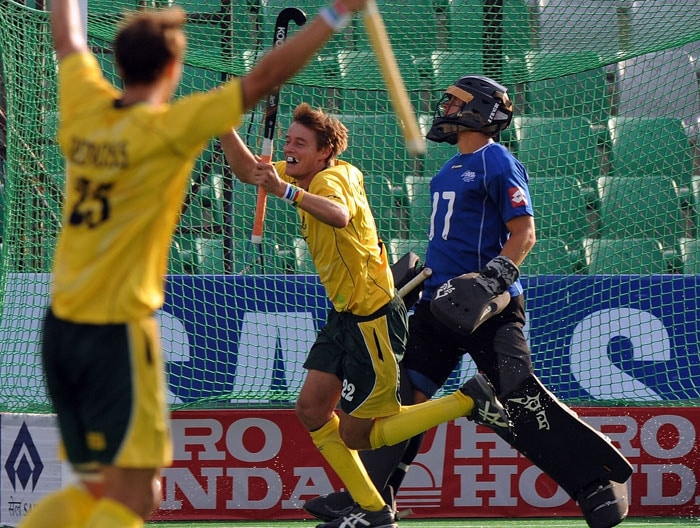 South African hockey player Tommy Hammond (C) celebrates a goal against New Zealand with teammates during their World Cup 2010 classification match for 9th and 10th place at the Major Dhyan Chand Stadium in New Delhi on March 12, 2010. New Zealand and South Africa are tied at 4-4 till extra time. (AFP Photo)