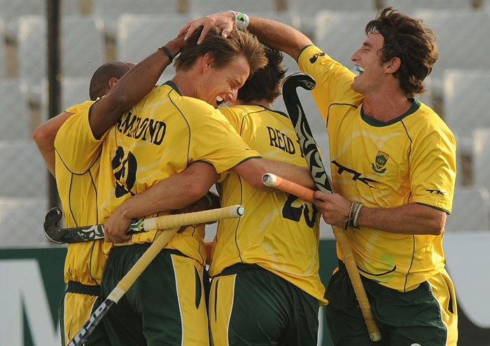South African hockey player Tommy Hammond (2L) celebrates a goal against New Zealand with teammates during their World Cup 2010 classification match for 9th and 10th place at the Major Dhyan Chand Stadium in New Delhi on March 12, 2010. New Zealand and South Africa are tied at 4-4 till extra time. (AFP Photo)