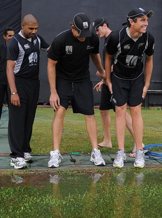 New Zealand cricketers Jeetan Patel, Jacob Oram, Kyle Mills and Tim Southee inspect the grounds after a rain break during the fourth ODI between Sri Lanka and New Zealand at the Rangiri Dambulla International stadium in Dambulla. (AFP Photo)