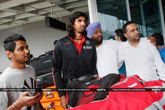 Ishant Sharma poses with fans for a photograph.