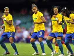 Photo : London Olympics 2012:  Women's Football Kicks off the Games