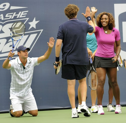 Andy Roddick of the US bows to actor Will Ferrell as he gets a high-five from Serena Williams of the US during the Arthur Ashe Kids Day at the USTA Billie Jean King National Tennis Center in Flushing, New York. (AFP Photo)