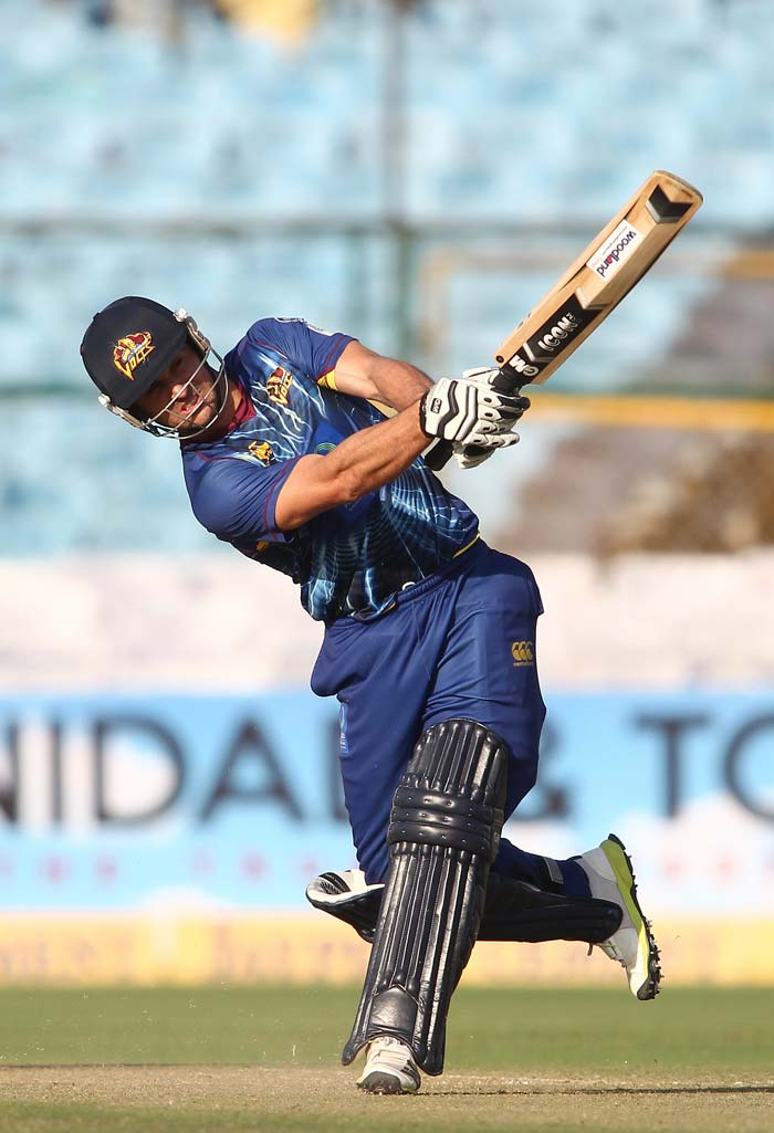 Dutchman Ryan ten Doeschate started to tee off and continued his good form in the tournament with the bat. Doeschate hit 3 fours and 6 sixes in his 26-ball 66 and shared a whirlwind 128-run stand with Broom in just 48 balls.