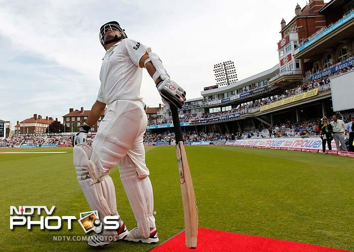 Sachin Tendulkar and Amit Mishra began the day for the visitors. With a mammoth target ahead of them, England looked to finish the formalities, early.