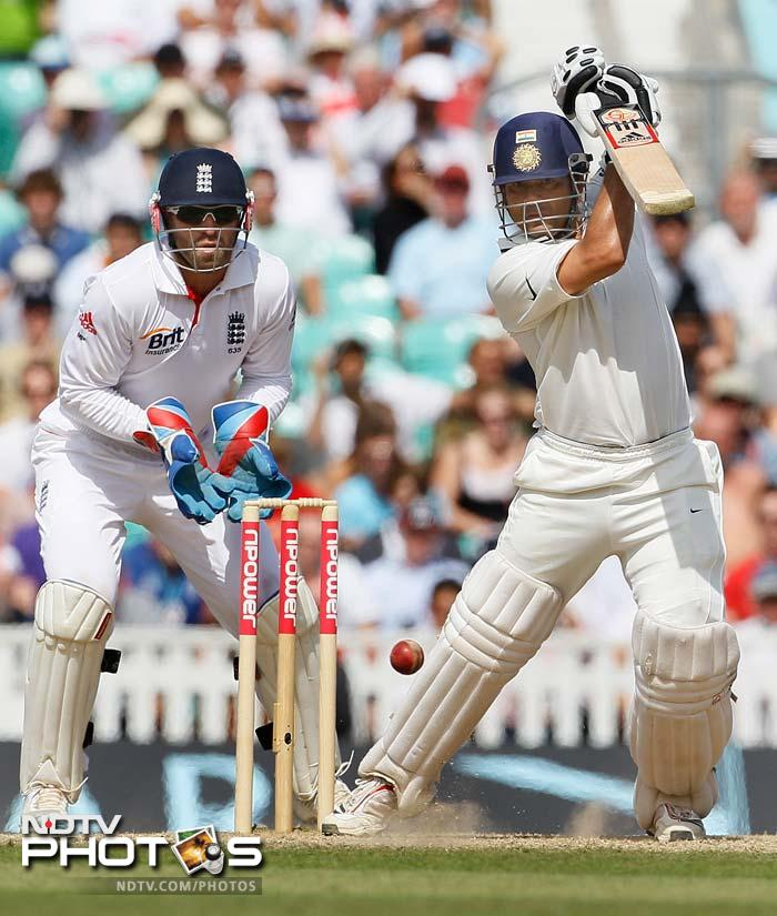 The batsmen however had no intention of giving up early. Sachin was the first to fightback and he brought up his fifty.