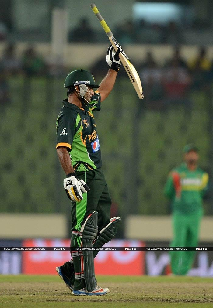 Chasing 327 was never going to be easy as Pakistan's previous best ODI chase was against India's 319 in 2005. The start though was good with Mohammad Hafeez slamming a fifty.