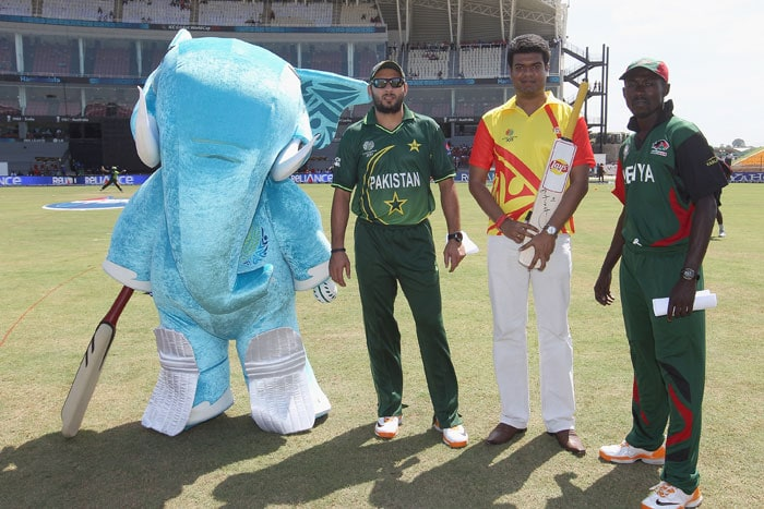 Official mascot 'Stumpy' (L) Shahid Afridi (2L) captain of Pakistan,Pepsi Winner (2R) and Jimmy Kamande (R) captain of Kenya during the Kenya vs Pakistan 2011 ICC World Cup Group A match at the Mahinda Rajapaksa International Cricket Stadium. (Getty Images)