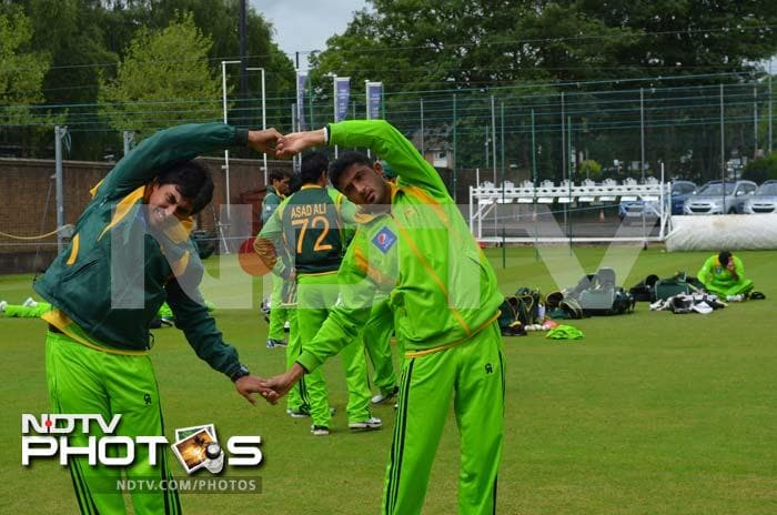 Opener Nasir Jamshed (left) and Junaid Khan show how teamwork can help even during training sessions.
