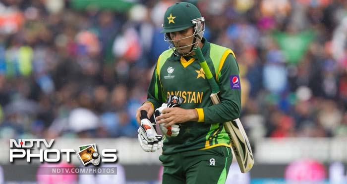 Once innings resumed, Pak continued to lose wickets at regular intervals. Skipper Misbah is seen making his way back after scoring 22.