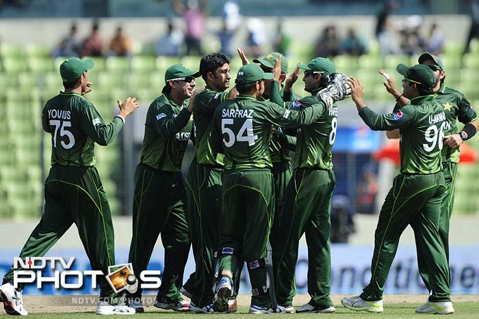 Sri Lanka failed in all three departments of the game against a determined Pakistan squad. The result was a bonus point for the victors while Mahela Jayawardena's side were shown where the exit is. A look (AFP images)