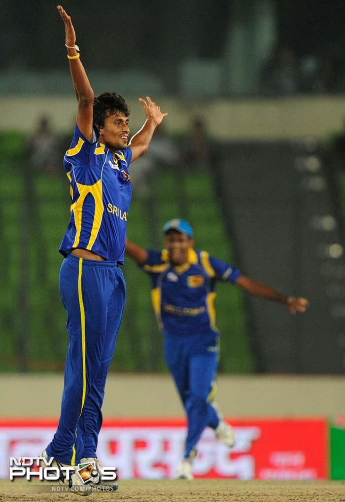 Suranga Lakmal gave his side a chance once the chase began. He removed Nasir Jamshed (18) and Younis Khan (2) in a hurry.