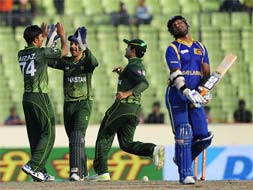 Asia Cup: Pakistan thrash Sri Lanka by 6 wickets
