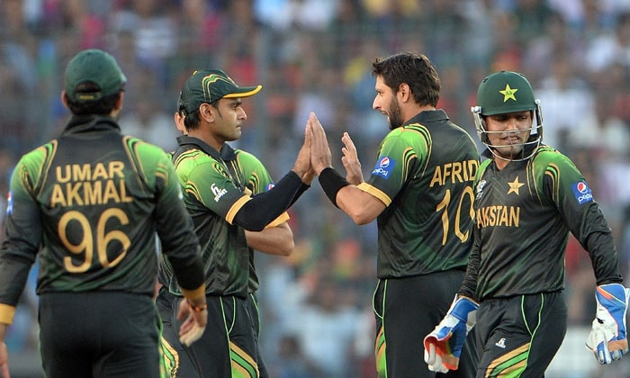 Pakistan spinners ran through the Bangladesh top-order to make sure they weren't in the race to chase down 191.