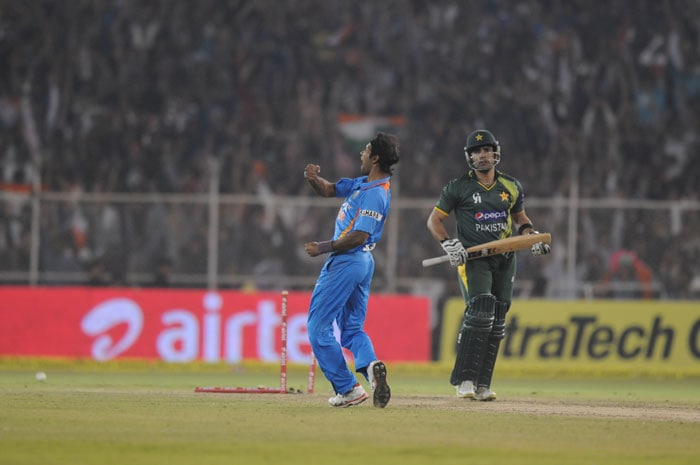 But Ashok Dinda took crucial wickets and Pakistan ended up with 181/7 giving India an 11 run win to level the series 1-1. Now both teams look to face off in the first ODI starting on Sunday in Chennai.