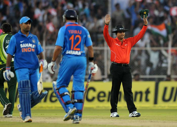 It was the Yuvraj Singh show from there onwards as he smashed 72 off 36 balls including 7 sixes that would guide India to 192/5 from their 20 overs.