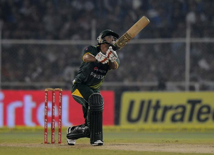 Nasir Jamshed stroked 41 and along with Ahmed Shehzad gavE Pakistan a 74 run stand at the top.