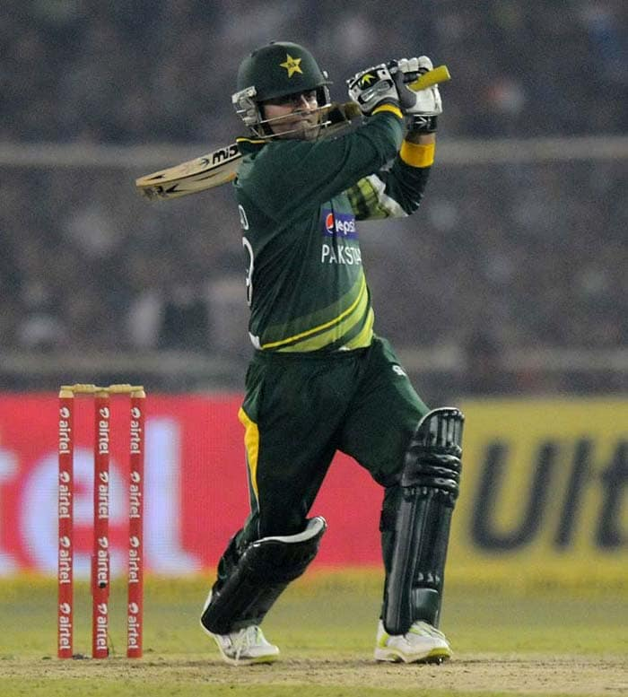 Mohammad Hafeez hit 55 from just 26 to keep Pakistan in the hunt for victory.