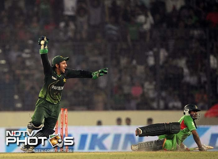 Pakistan's wicketkeeper Sarfraz Ahmed (L) appeals for a run out as Bangladeshi batsman Shakib Al Hasan (R) slides in during the one day international (ODI) Asia Cup cricket final match between Bangladesh and Pakistan.