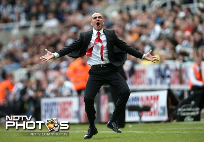 It may have been a historic win but it was definitely a wildly historic celebration from the Sunderland manager. (AFP image)
