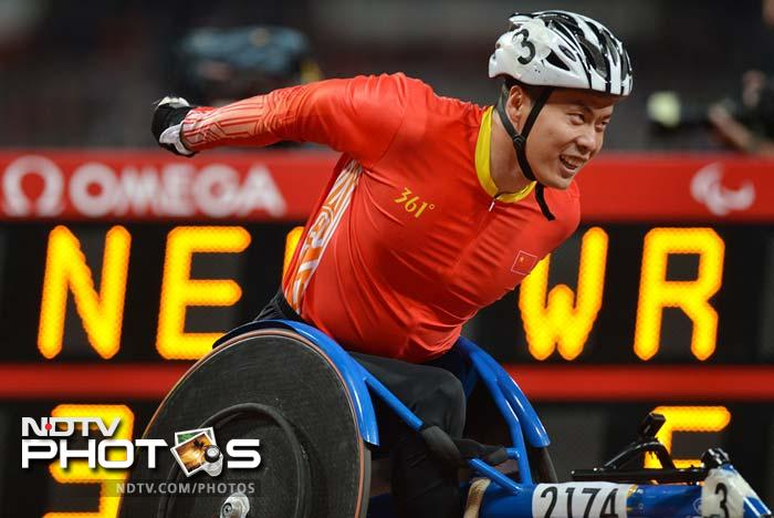 China's Zhang Lixin anchors his team to the gold medal and a new world record in the men's 4 x 400m relay T53/54.