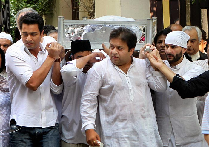 Saif carries the body of his father.