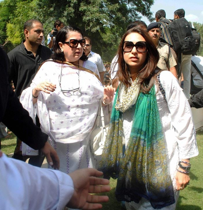 Actress Karisma Kapur arrives for the funeral procession in Pataudi.