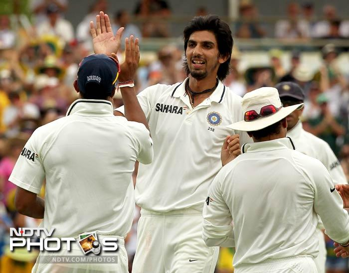 The biggest wicket of the day came when Ishant forced Warner to mistime for the ball to find Umesh at long-on.