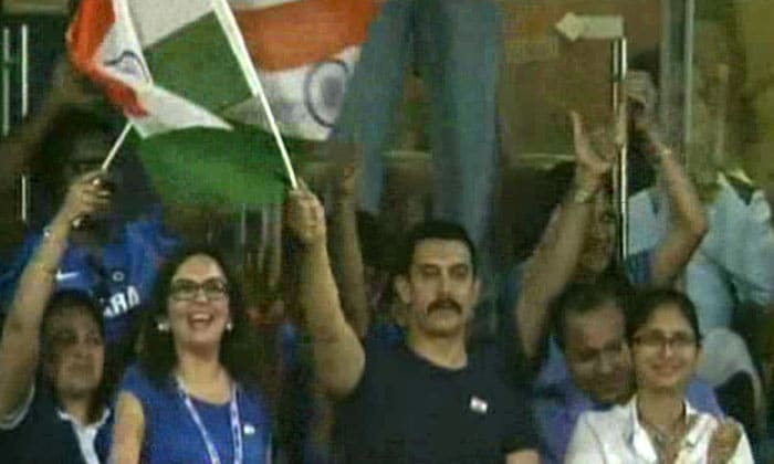 Aamir waves the Indian flag!